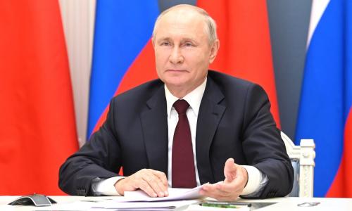 Путин защитил минимальный доход должников от взыскания