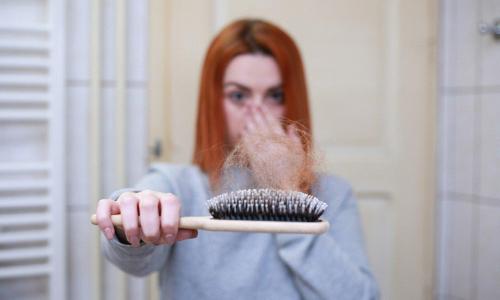 Выпадение волос: диетолог назвала главные причины