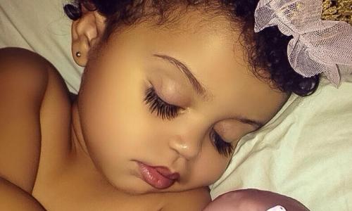 Когда она родилась, ее ресницами восхищался весь мир.